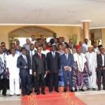 Des responsables d'entreprises de presse suite à leur rencontre avec le président de la transition Michel Kafando le 22 janvier 2015.