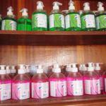 Des désinfectants pour mains aident à prévenir le virus Ebola.