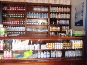 Une variété de produits Dermo :désinfectants et parfums.