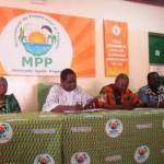 Paul Ismaêl Ouédraogo(2è à partir de la gauche) président de l'union des anciens du MPP lors de la conférence de presse.