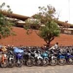 Pour le respect effectif de l'arrêté du 13 mars 2015, il faudrait que le ministère du commerce et la mairie de Ouagadougou puissent mettre en branle un mécanisme de contrôle dans les parkings afin de sensibiliser sur le respect de la règlementation sous peine d'un retrait pur et simple de l'autorisation d'implantation des parkings rebelles sur le territoire communal. Force ne devrait-elle pas rester à la loi ?