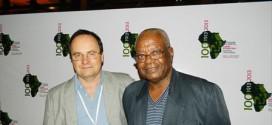 SIDA : le vaccin enfin trouvé. Le professeur gabonnais Mavoungou présente le vaccin contre le SIDA