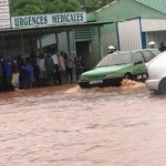 Une scène d'inondations devant les urgences médicales du CHU Yalgado.