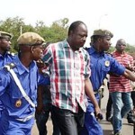 Yacouba Barry,sous protection de la gendarmerie face à ses agresseurs. La NAFA exige que la justice ne soit pas sélective et que les coupables de cette agression soient punis à la hauteur de ce forfait qui ne saurait être toléré dans un état de droit, de justice et de démocratie.
