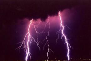 Eclair et tonnerre : les précautions à prendre pour éviter des risques de foudre .