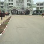 La Présidence du Faso à Ouagadougou avec la garde républicaine en rouge sur des chevaux.