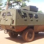 Un modèle de char de l'armée burkinabè stationné à Ouagadougou suite au putsch du 16 septembre 2015.