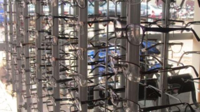 Optique le Cristallin,étagères verres