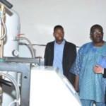 L'unité d'oxygène du CHU Yalgado visitée par l'ambassadeur de Chine,le directeur général de l'hôpital,Robert Sangaré(au milieu).