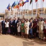 Neven Mimica, Commissaire européen en charge du Développement entourépar les collègues de la Délégation de l'UE au Burkina Faso, le 12 février 2016.