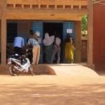 Une scène de faible affluence dans un bureau de vote à Ouagadougou qui est quasiment identique à celle de plusieurs autres bureaux de vote pour les municipales du 22 mai 2016.
