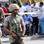 Des militaires sud-africains lors d'un raid mené contre le trafic d'armes et l'immigration illégale, dans la ville du Cap, le 7 mai 2015. (Photo d'illustration) © REUTERS/Mike Hutchings
