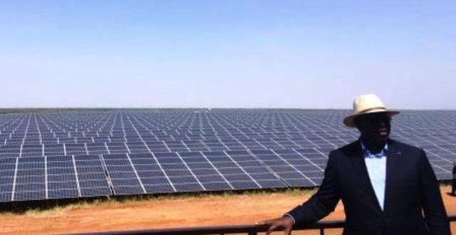 Sénégal: Macky Sall inaugure la plus grande centrale solaire d'Afrique de l'Ouest