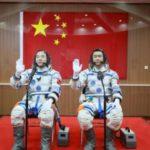 Jing Haipeng et Chen Dong avant le décollage de Shenzhou 11, le 17 octobre 2016. Reuters