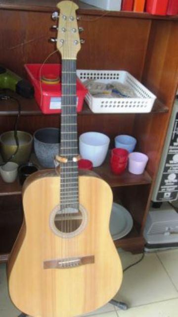 Une guitare à partir de 60.000 FCFA.