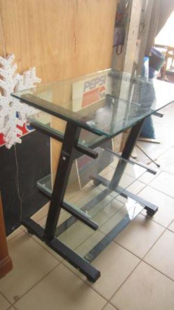 Une table vitrée