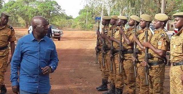 Le ministre de la sécurité à l'écoute des policiers et gendarmes de la région ouest du Burkina