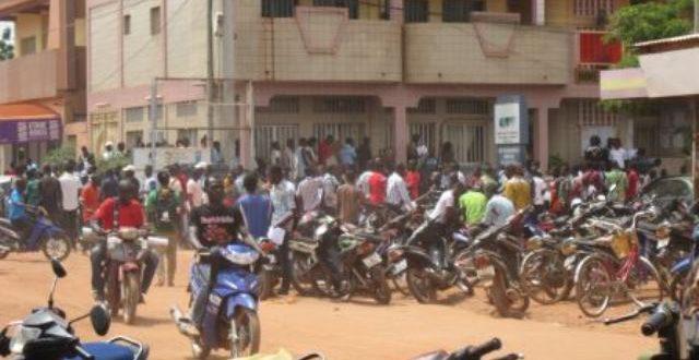 Programme gouvernemental 3.000 permis de conduire pour jeûnes: bousculades le 06 Octobre 2017 à Ouagadougou