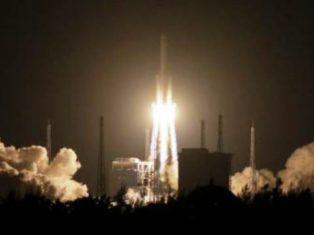 Chine: un morceau d'une fusée tombe sur une zone densément peuplée