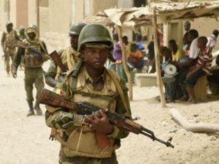 Mali: nouvelle attaque contre le camp militaire de Soumpi, dans le nord du pays