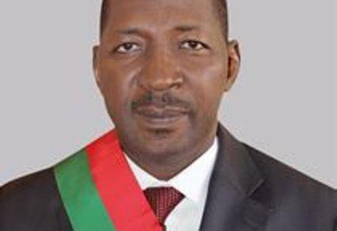 Ouverture de la 2è session extraordinaire de l'Assemblée nationale du Burkina:le président du parlement lance un appel à l'union contre le terrorisme