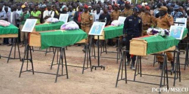 Inhumation  le 30 décembre 2018 à Dédougou des 10 gendarmes victimes d'attaques terroristes au Burkina