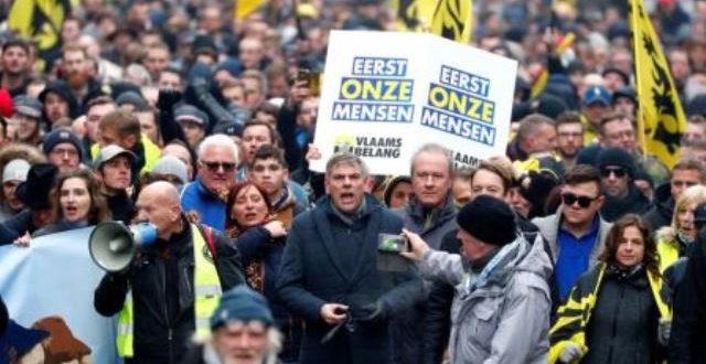 Manifestation tendue à Bruxelles contre le Pacte mondial sur les migrations