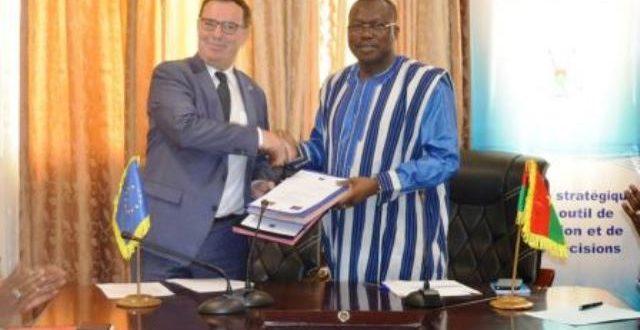 Coopération Burkina Faso-Union européenne:Plus de 6,887 milliards de F CFA pour soutenir les filières de la graine de coton, de l'énergie et du miel au Burkina Faso