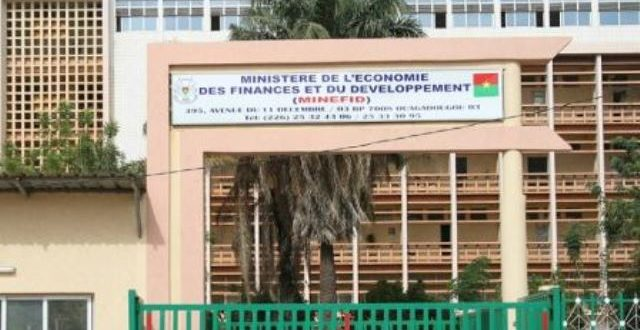 Marchés publics du Burkina: vers un passage du contrôle financier à priori au contrôle postérieur