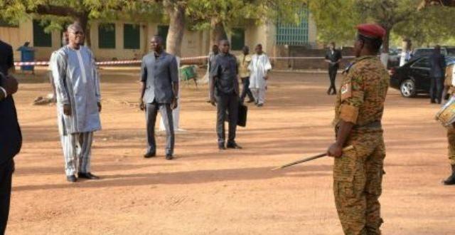 Centenaire du Burkina Faso : le Premier ministre Christophe Dabiré avec des élèves prône les valeurs de l'intégrité,du patriotisme et du travail pour construire le pays