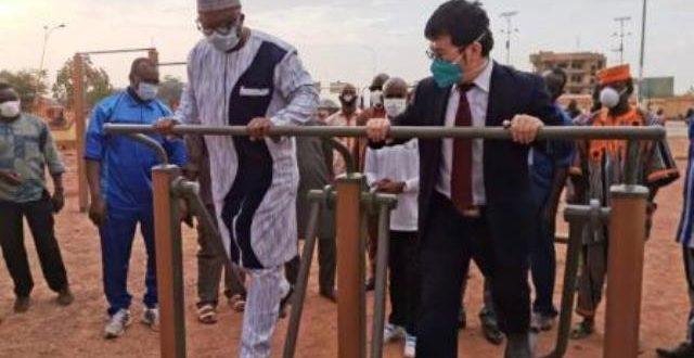 Promotion de la santé par le sport : Un parc de fitness offert par la Chine, ouvert au grand public à Ouagadougou