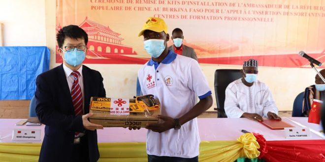 Formation professionnelle: don d'équipements à des jeunes entrepreneurs burkinabè par la Chine en Août 2021